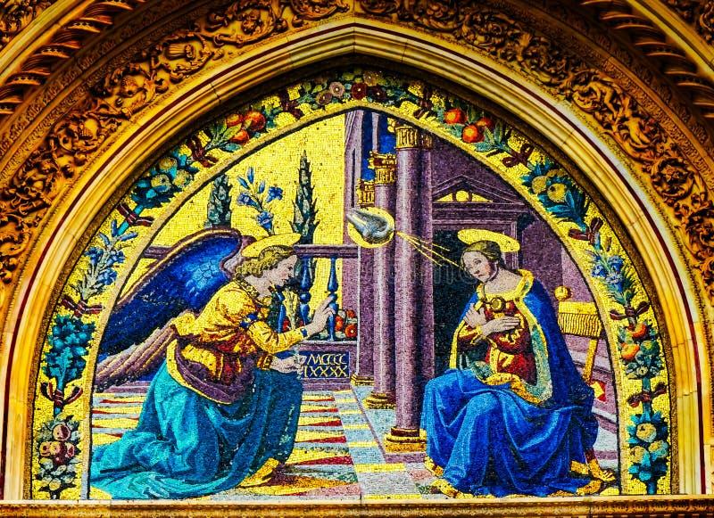 Förklaring Mary Angel Mosaic Duomo Cathedral Facade Florence I arkivbilder