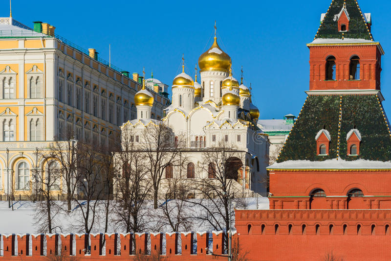 Förklaringdomkyrka av MoskvaKreml i vinterdagen royaltyfria bilder
