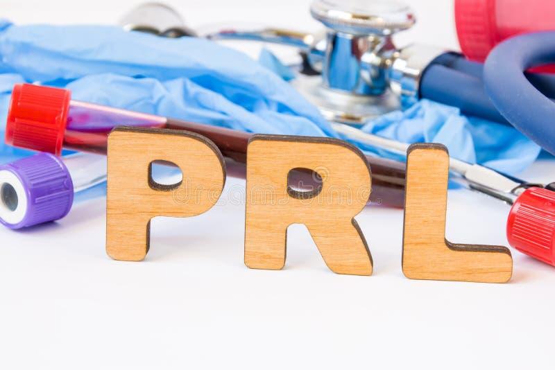 Förkortningen eller akronymen av PRL, i laboratorium, vetenskapligt, forskning eller medicinsk övning betyder prolactinprovet, är royaltyfria bilder