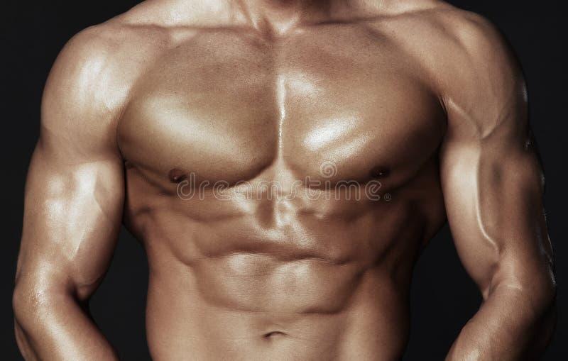 Förkroppsliga av muskulös man arkivbilder