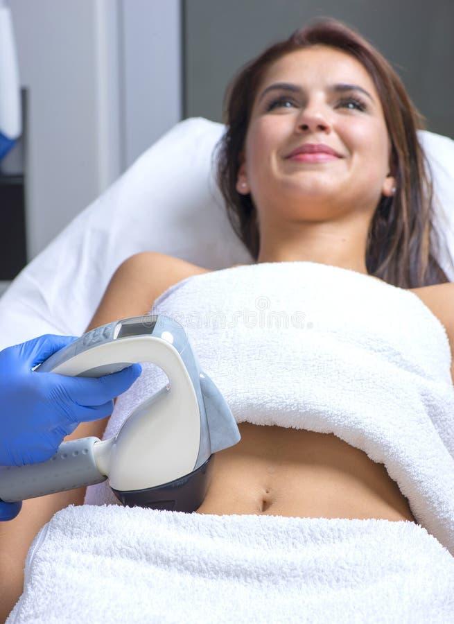 Förkroppsliga behandlingapparaten genom att använda de senaste och mest fina teknologiska framflyttningarna royaltyfria foton
