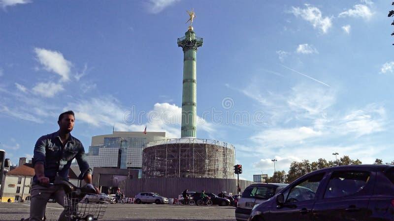 Förlägga de la Bastille och Bastilleoperan i Paris royaltyfria foton