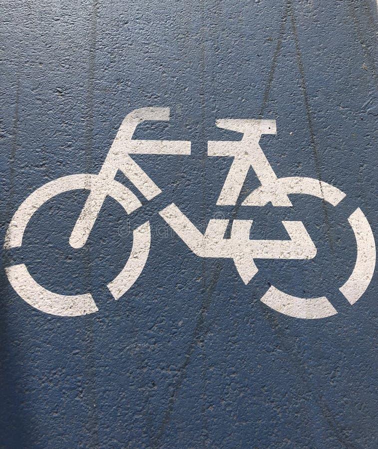 Förlägga fläcken som indikerar cykelbanan i det rinnande spåret royaltyfri foto