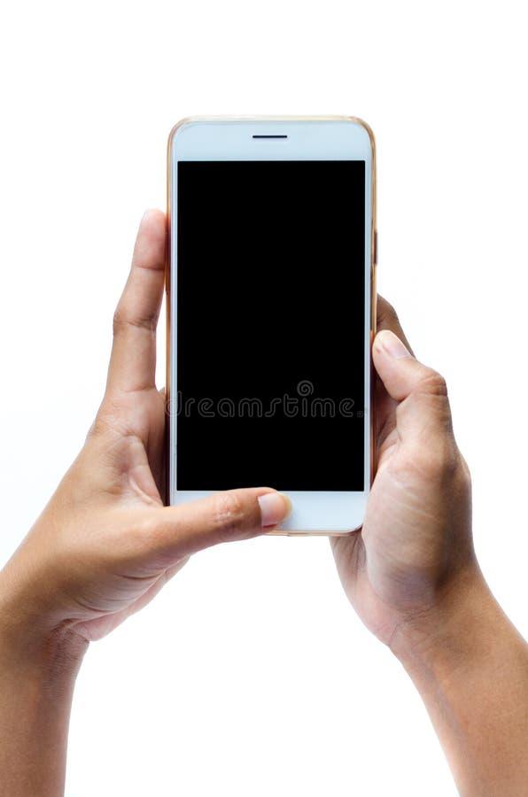 Förlöjliga upp av en hållande apparat för man och en rörande skärm För bakgrundspekskärm för snabb bana vit mobiltelefon, i hand royaltyfri foto