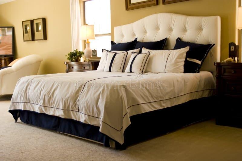 förlagapn modernt för sovrum arkivbild