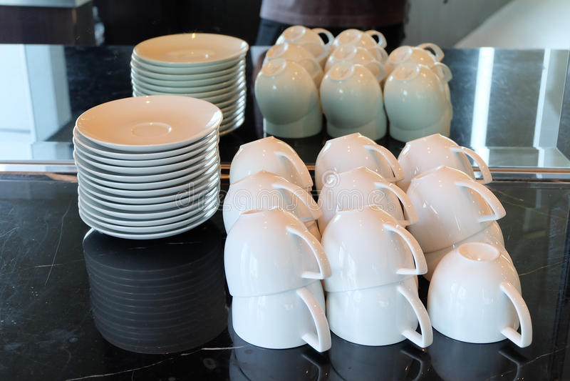 Förlagt uppochnervänt för kaffekopp royaltyfri fotografi