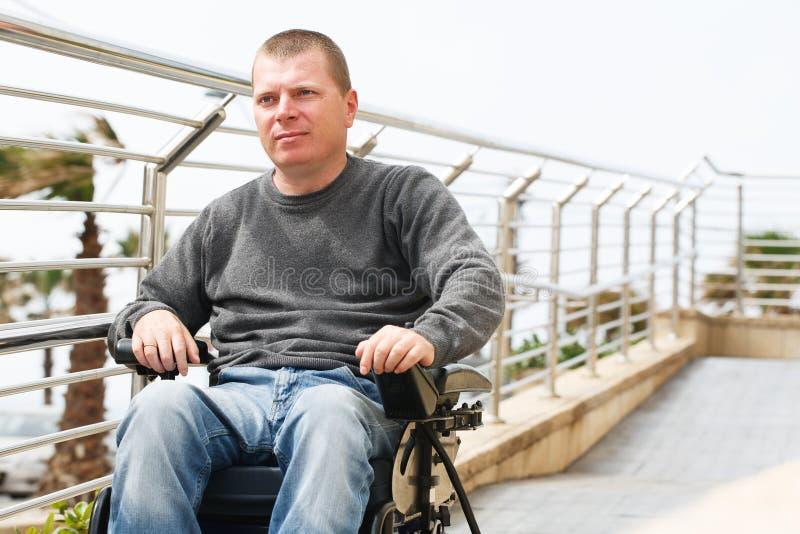 Förlamad i båda benen - rullstol royaltyfria foton
