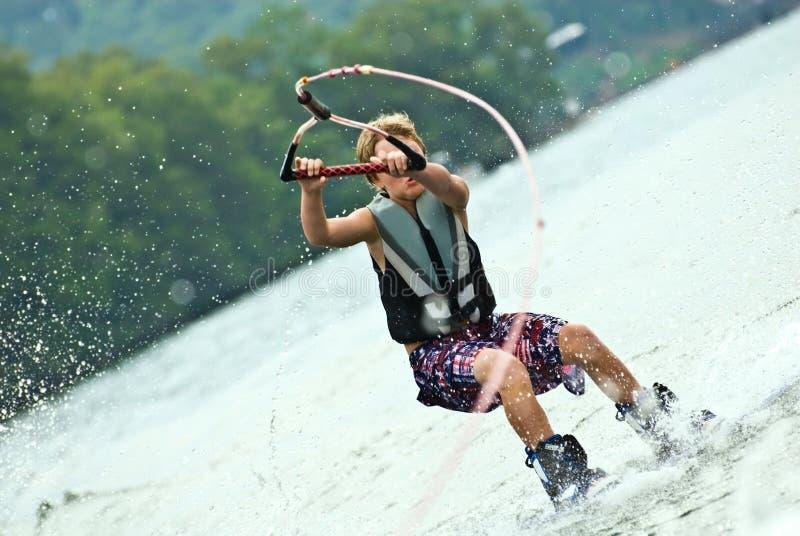 förlorande wakeboard för pojkekontroll royaltyfria bilder