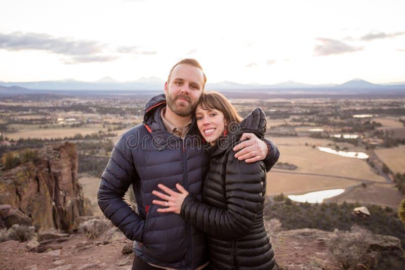 Förlovad livsstilstående på Smith Rock arkivfoto