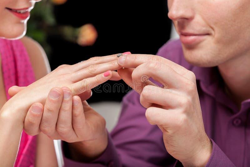 Förlovningsringcloesup royaltyfri foto