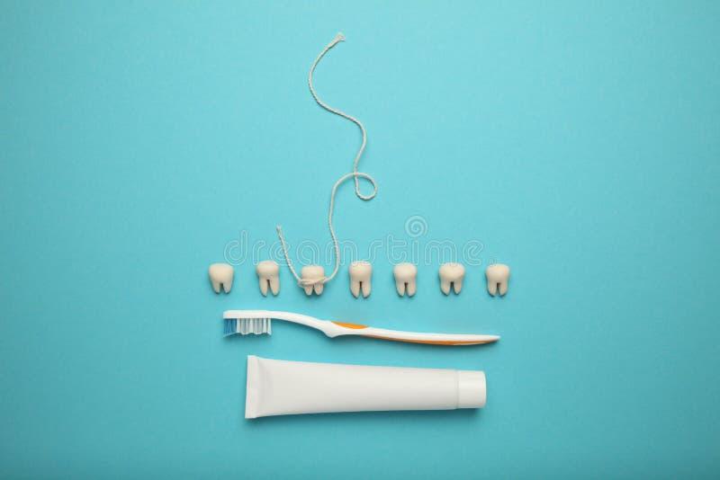 Förlust av mjölktanden i barn Tandvård i barn royaltyfri fotografi