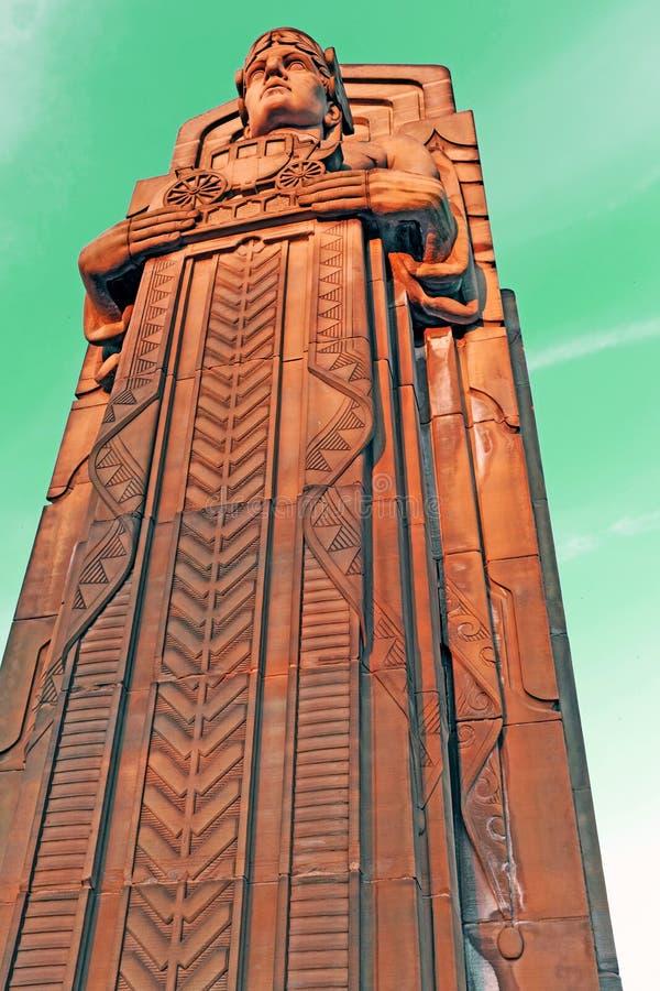 Förmyndaren av trafik, en art déco stenar pylonen i Cleveland, Ohio, USA royaltyfri fotografi