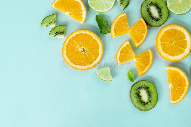 Förnyar minsta saftig frukt för den nya citronen arkivbild