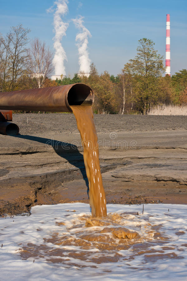 Förorenat vatten arkivbild