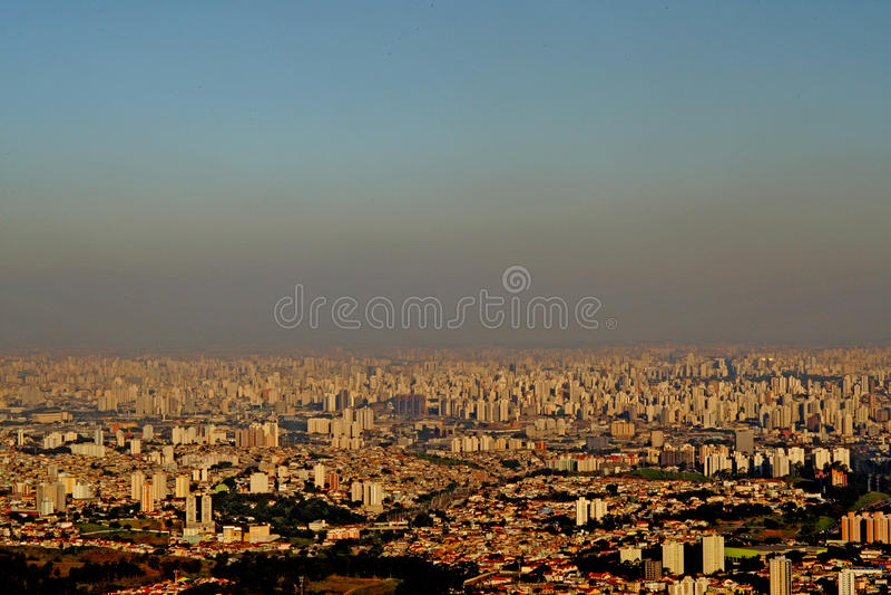 FÖRORENING/VINTER/SAO PAULO/SP arkivfoton