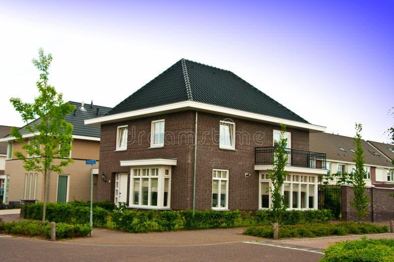 Förorts- holländskt hus royaltyfri foto