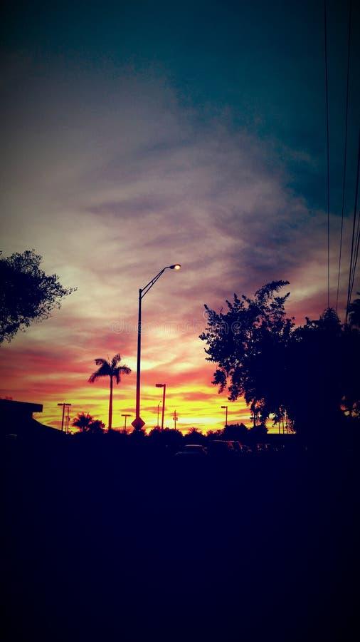 Förorts- solnedgång arkivbilder