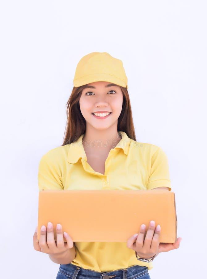 Förpackande ask för asiatiskt kvinnahållpapper i enhetlig hemsändning royaltyfri bild
