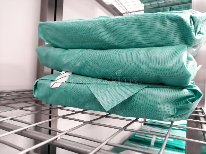 Förpackat sterilt kirurgiskt instrument royaltyfria foton