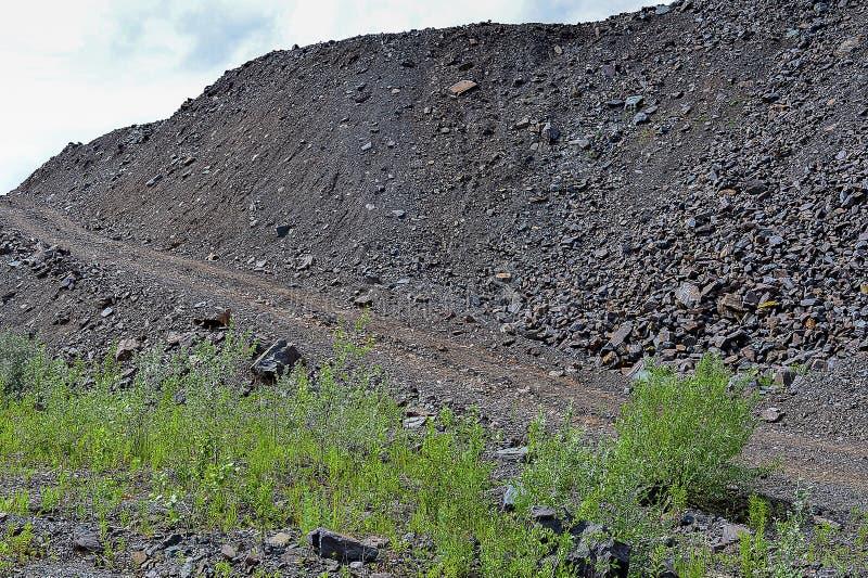 Förrådsplatser vaggar berg från industriella villebråd arkivfoto