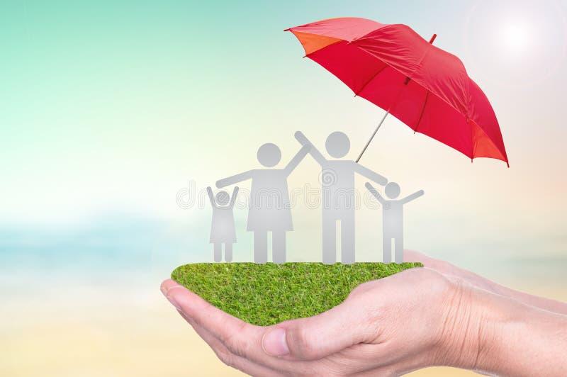 Försäkring till skydd vid paraplyet arkivbilder