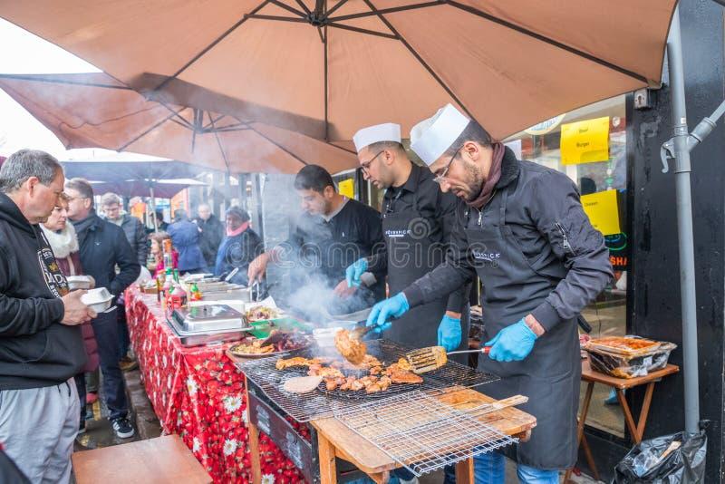 Försäljare och foodie deltagande Cambridge maler vägvintermässan 2018 royaltyfri foto