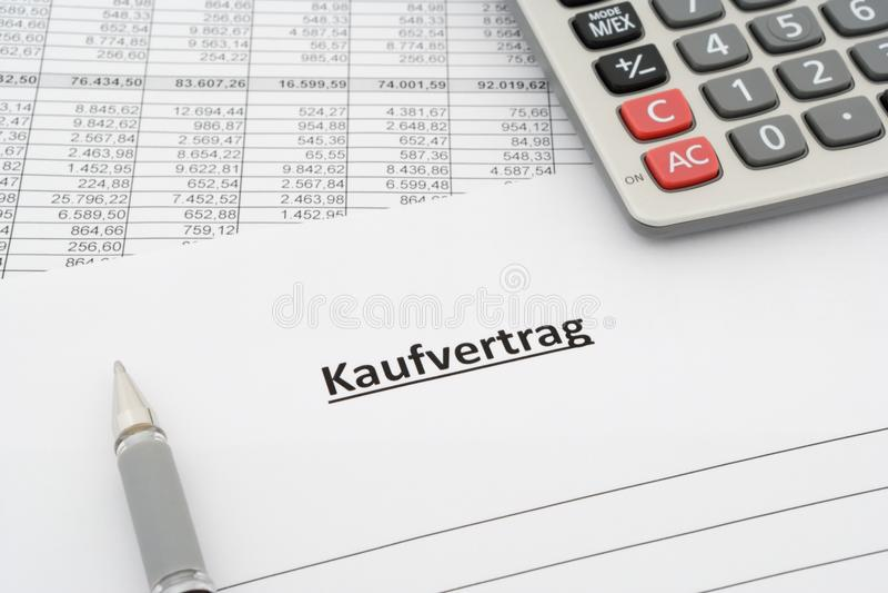 Försäljningsöverenskommelse - Kaufvertrag - i tysk royaltyfri foto