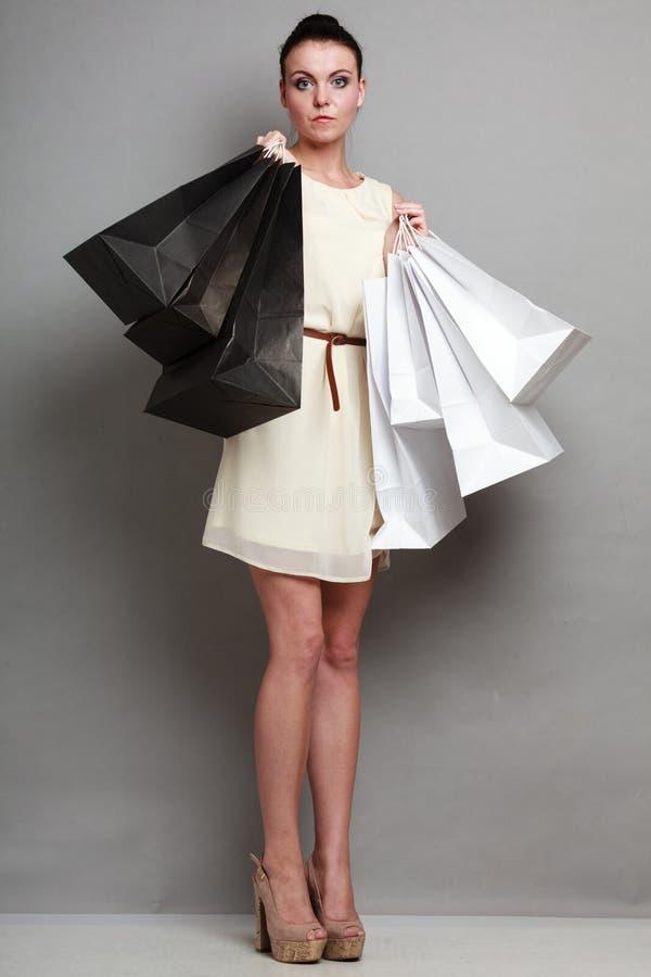 Försäljnings-, detaljhandel- och kvinnashoppingtid arkivfoto