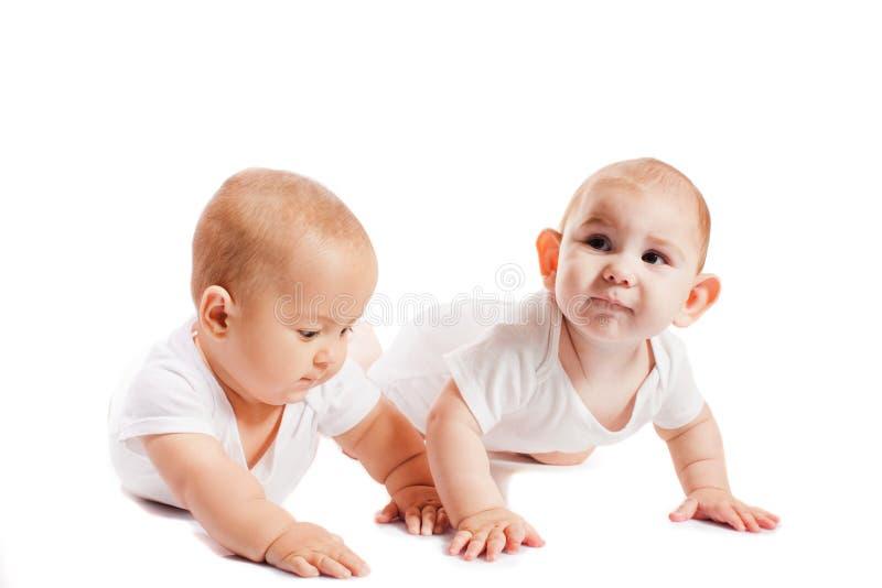 Försök för två ungar till kräva arkivfoton