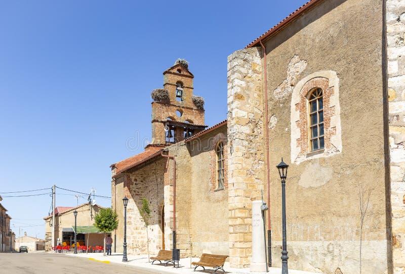 Församlingkyrka av St Michael ärkeängeln i Montamarta royaltyfri fotografi