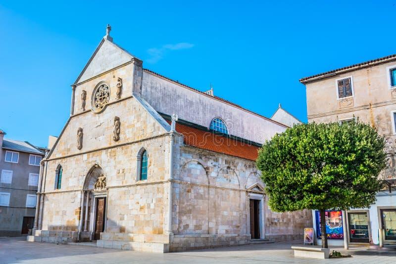 Församlingkyrka i staden Pag, Kroatien royaltyfri bild