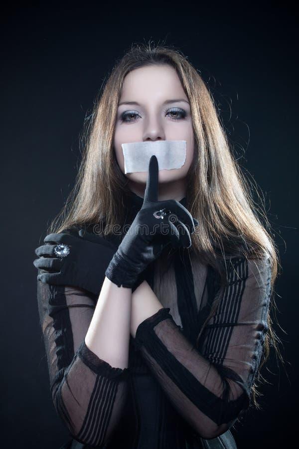 förseglat nätt för mun för korsettflicka gotiskt royaltyfria bilder