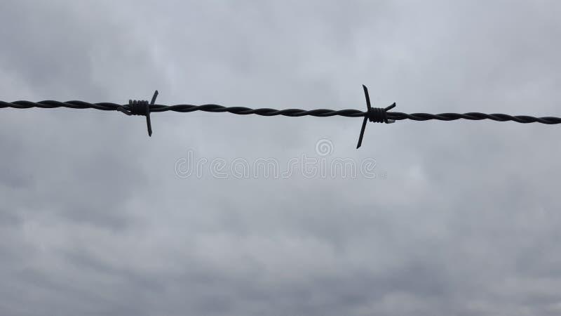 Försett med en hulling - tråd till himmel royaltyfri foto