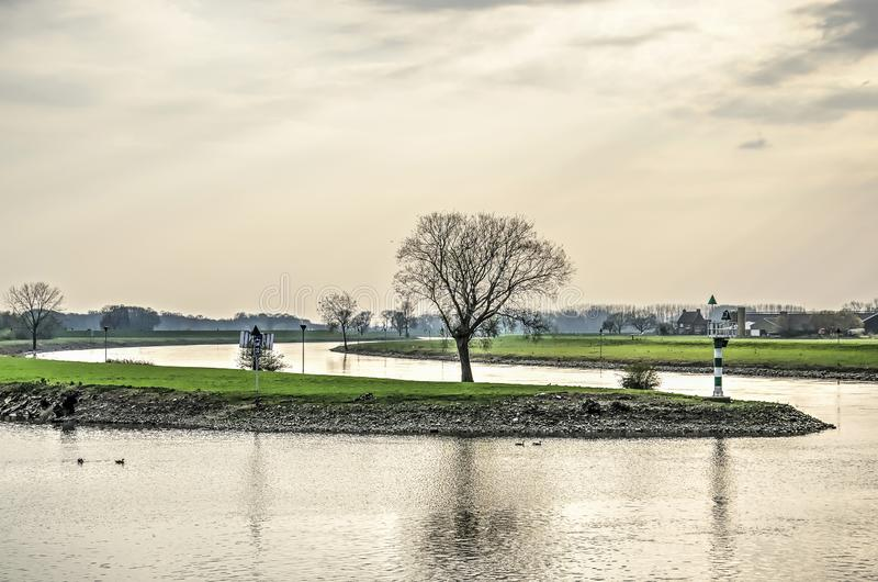 Försiktig kurva i den IJssel floden arkivfoton