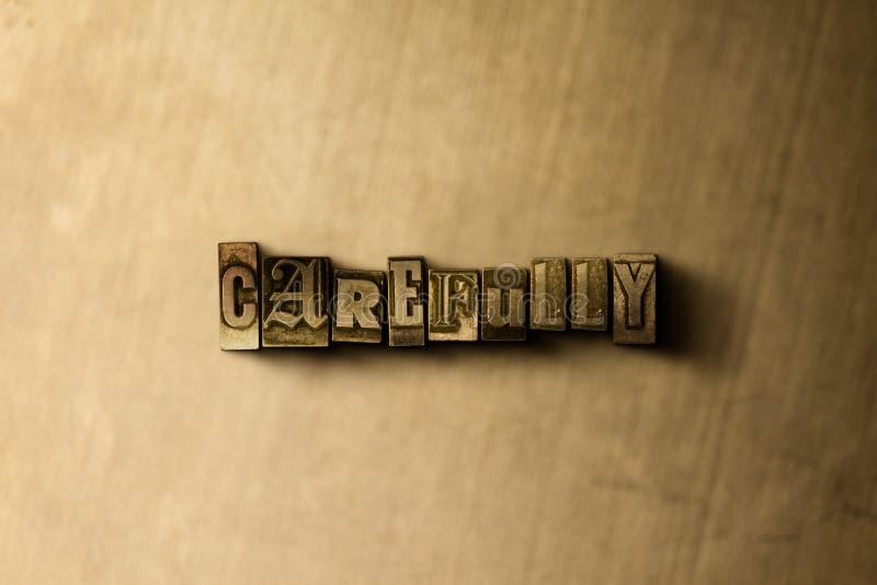 FÖRSIKTIGT - närbild av det typsatta ordet för grungy tappning på metallbakgrunden royaltyfri bild