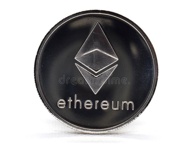 Försilvra det Ethereum ETH myntet som isoleras på en vit bakgrund arkivbild