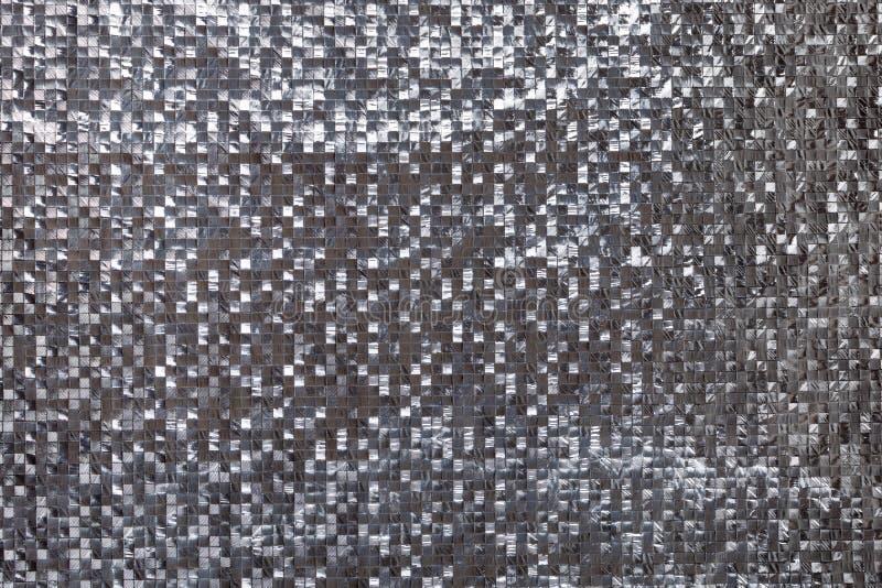 Försilvra metallisk kvadrerad tredimensionell bakgrund Skinande metallsilverfolietextur royaltyfria foton