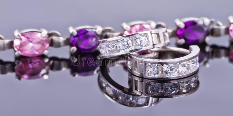 Försilvra smycken royaltyfria foton