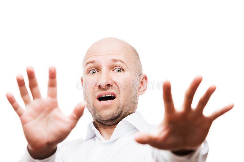 Förskräckt eller livrädd affärsmanhand som gör en gest tecknet för skinnframsidastopp royaltyfri foto