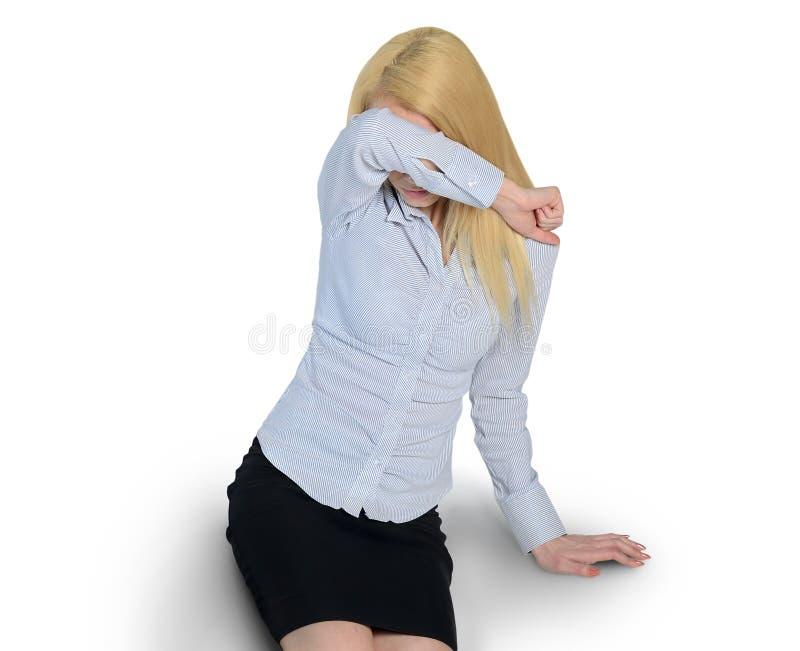 Förskräckt kvinnaräkningsframsida arkivbild
