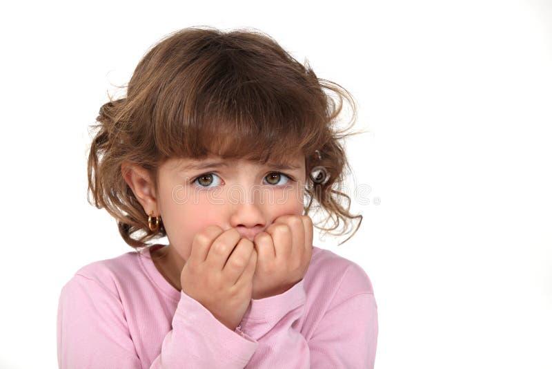 Förskräckt liten flicka royaltyfria foton