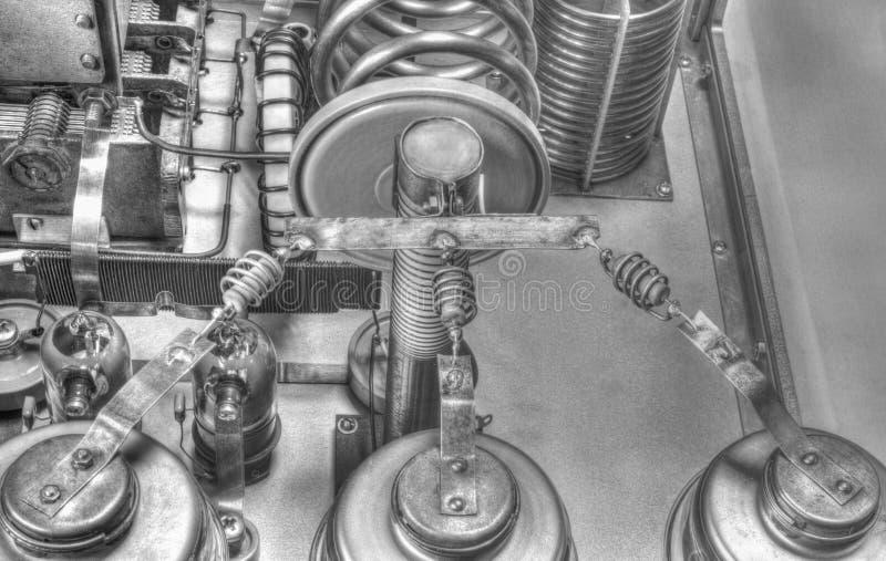 Förstärkare för vakuumrörkortvågmakt i svartvitt royaltyfria foton