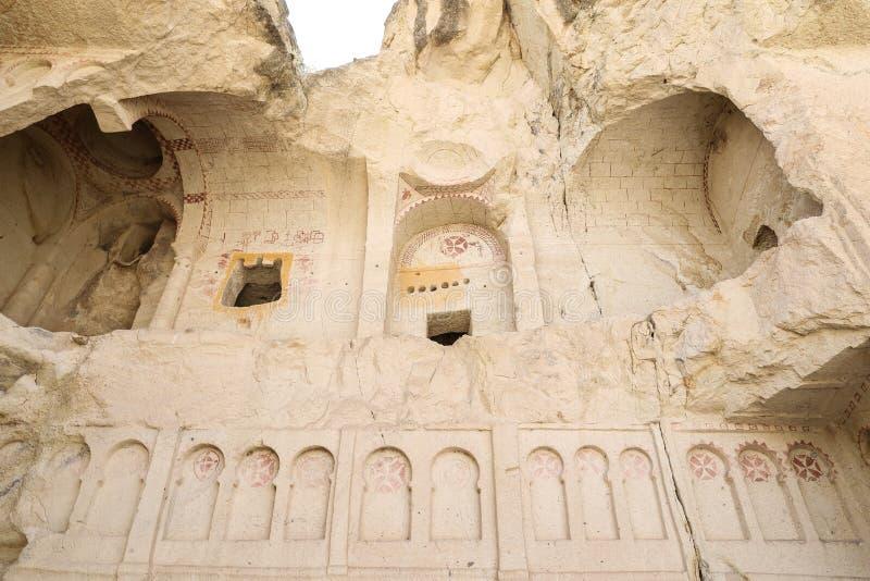 Förstörd forntida grottakyrka i Cappadocia, Turkiet arkivbilder
