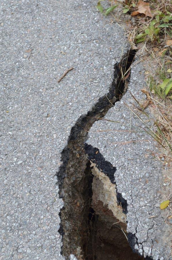 förstörd jordskalvväg royaltyfria foton
