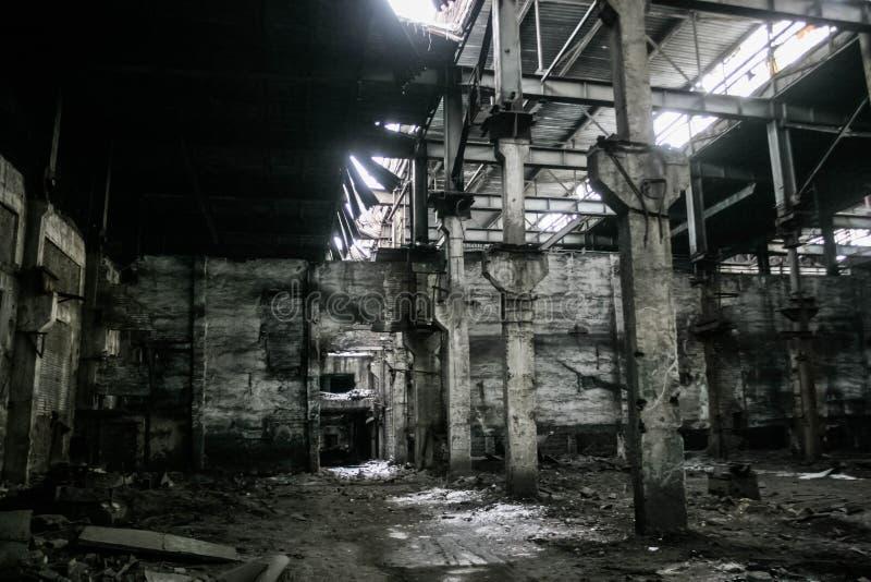 Förstörd sovjetisk fabrik royaltyfri bild