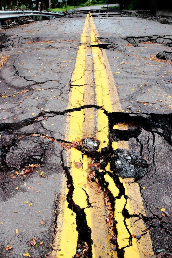 Förstörd vägförstörelse royaltyfri foto