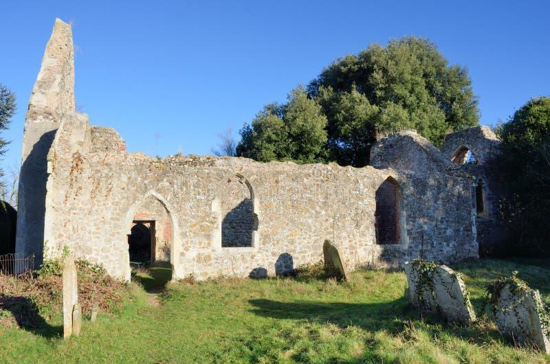 Förstört engelska Norman Church royaltyfri fotografi