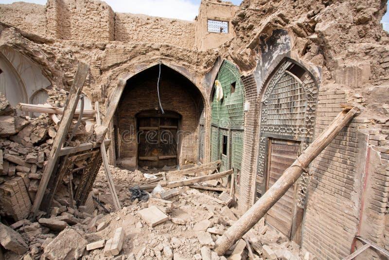 Förstört hus och lager av den gamla persiska basaren i Isfahan royaltyfri foto