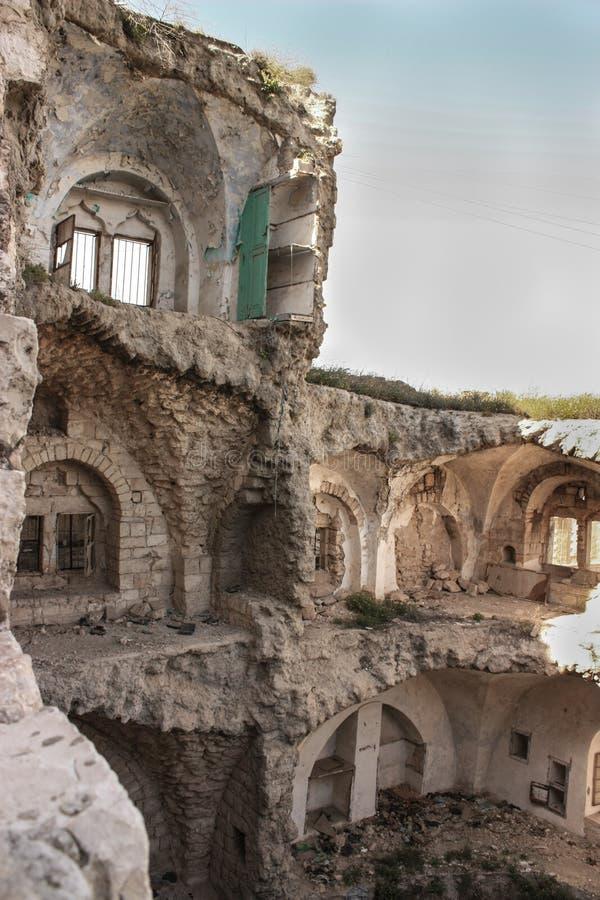Förstört palestinierhem eller hus vid en israelisk flygangrepp för försvarstyrka i Gaza eller Westbank arkivbild