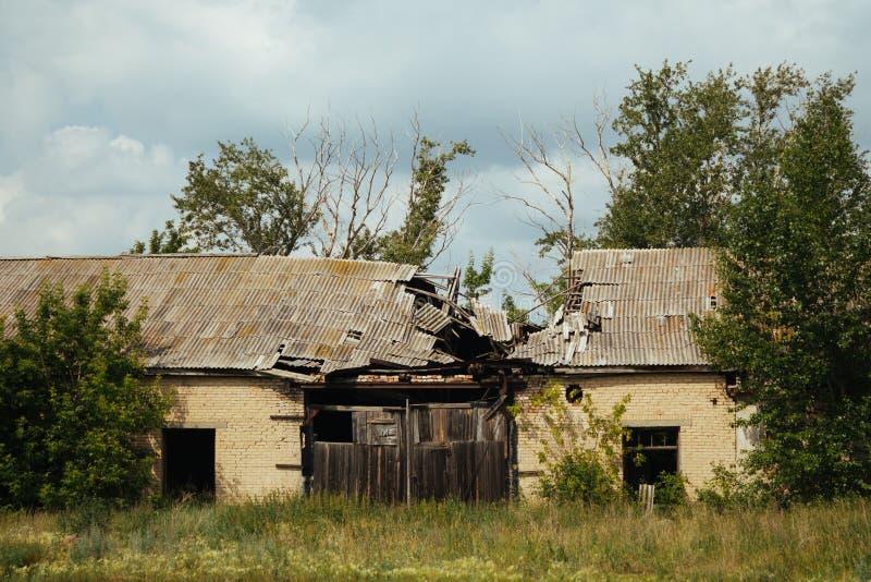 Förstört tak av huset royaltyfria foton